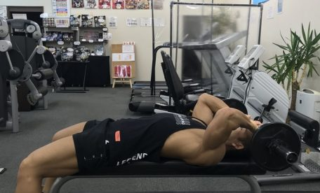 ビーレジェンド プロテイン 腕 上腕三頭筋 ナローグリップベンチプレス ライイングトライセップスエクステンション